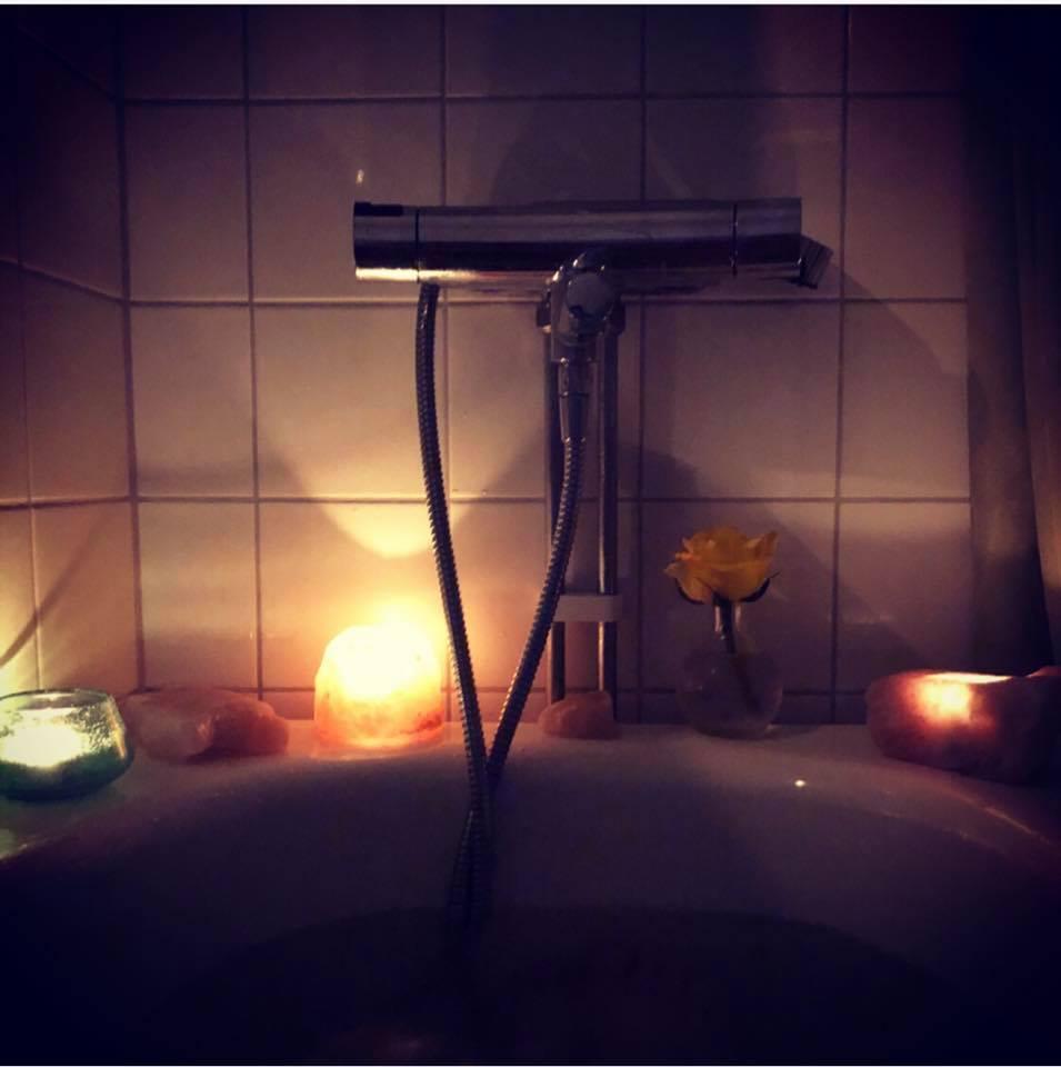 Seöf-love bath.